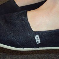 toms shoes x 2