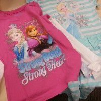 2 cloths of Frozen