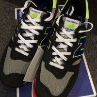 New Balance Shoes: 1 pair